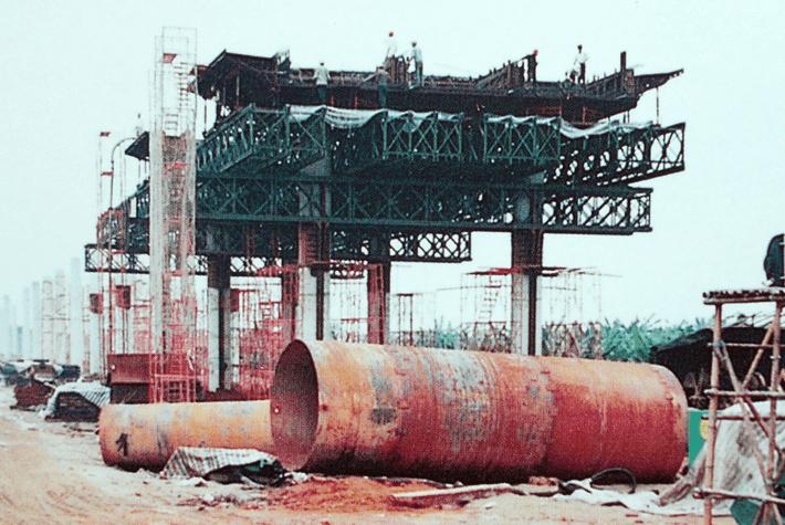 广东肇庆大桥大口径钻孔桩施工场景