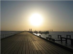 科威特巴比延岛公路、铁路大桥桩基工程,施工进展顺利